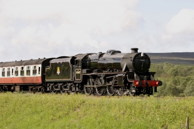 Steam Locomotive 45407 by Tom Curtis